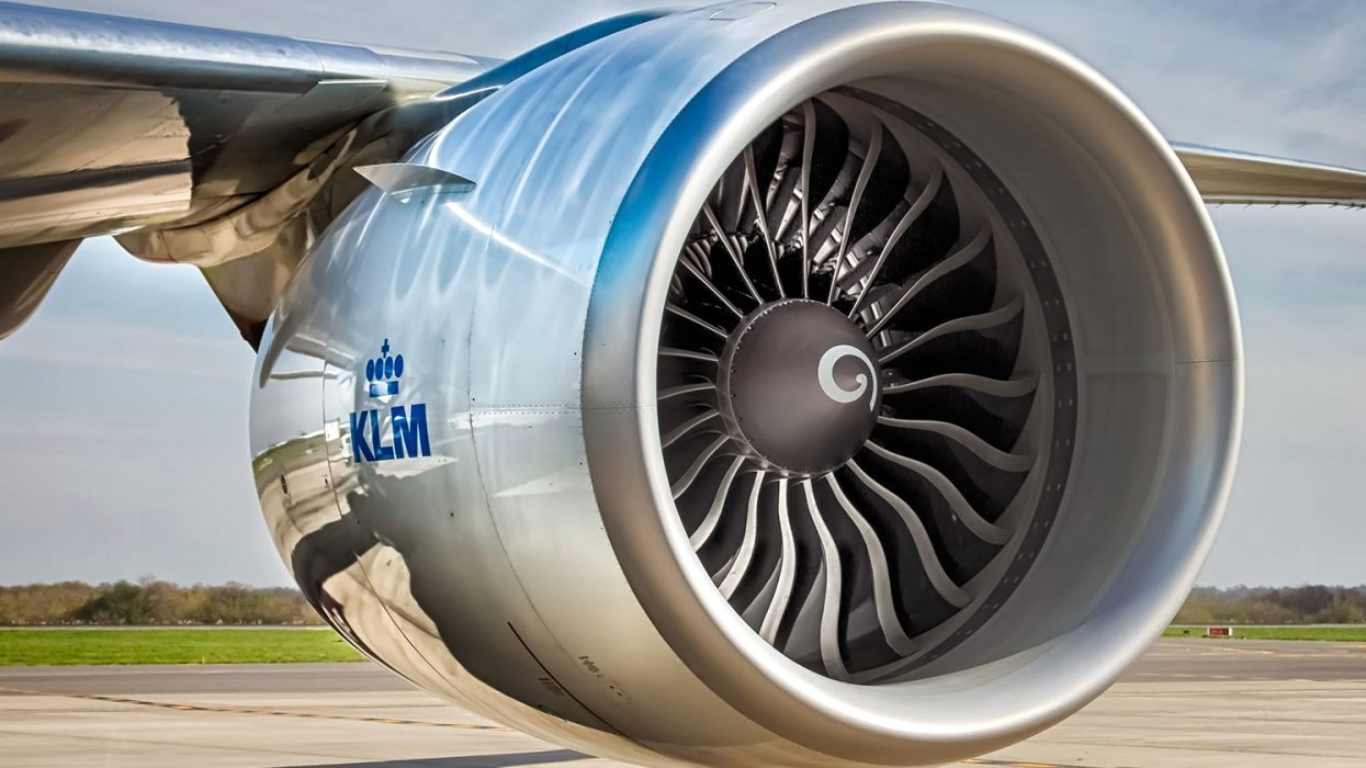 huge turbofan engines